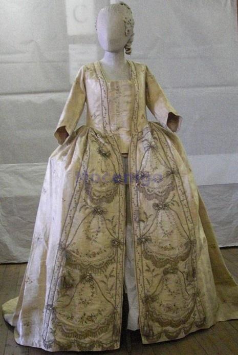 Sacque (robe parée?), ca. 1775; Centro Studi di Storia del Tessuto e del Costume Cl. XXIV n.0222