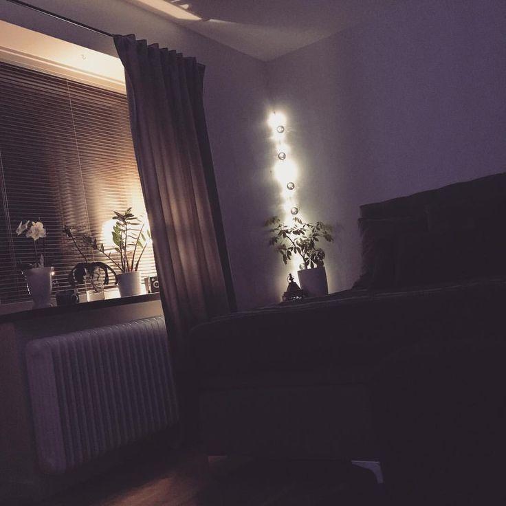 """12 gilla-markeringar, 1 kommentarer - ☾ Nathalie Wiik ☾ (@heynatcha) på Instagram: """"Lazy night watching Outlander. 💜"""" höst vardagsrum soffa inredning"""