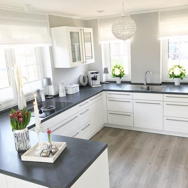 In so einer tollen hellen Küche wird doch sicherl…