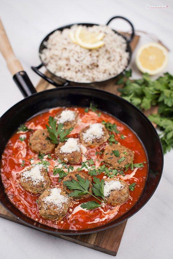 Fleischbällchen in Tomatensauce mit Reis, Fleischbällchen, Fleisch, Tomaten, Tomatensauce, Sauce, Reis, Quinoa, Getreide, Hauptspeise