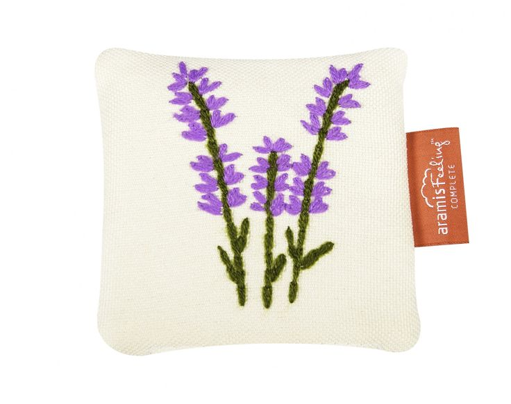 Lavender sachet - hand embroidery and natural plant inside #sachet #nature #lavender #calm #relaxing #sleep #handembroidery #perfect #gift