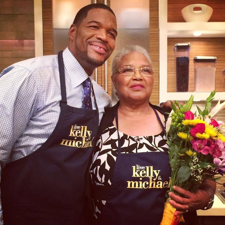 """Michael Strahan's Mother Makes Banana Pudding on """"Live with Kelly and Michael"""""""