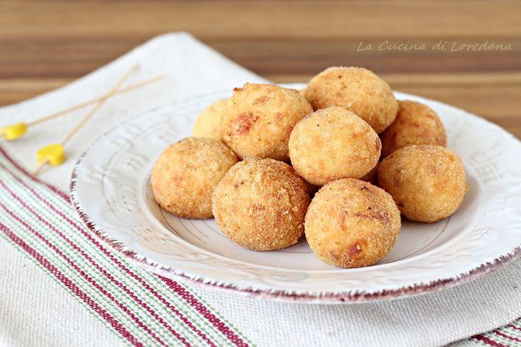 Sono soffici e gustose le Polpette patate e speck, con una ricetta semplicissima, da friggere o cuocere in forno, sempre buonissime