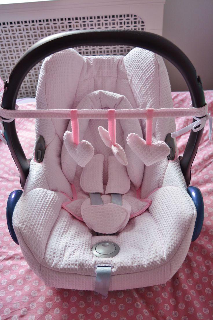 #MaxiCosiCabrio in lief baby roze wafel stof met een bijpassende wagenspanner gestoken.
