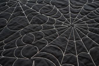 very cool quilting pattern for a halloween quilt!
