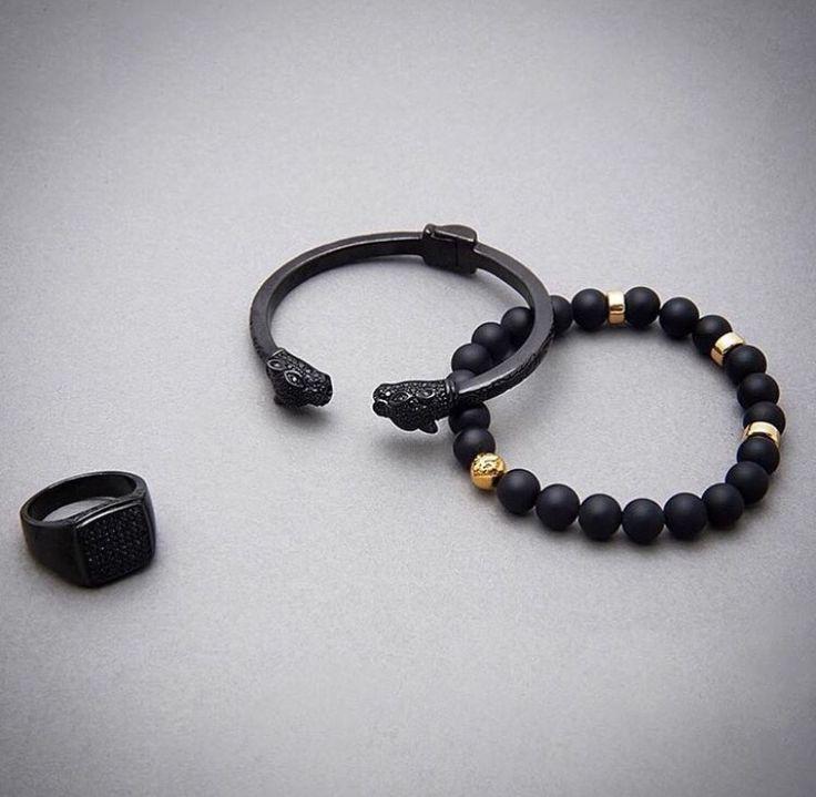 All black from Nialaya