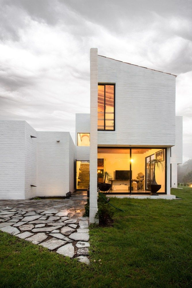 Eucaliptos House, Tlajomulco de Zúñiga, JAL, Mexico / MO+G taller de arquitectura