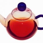 Gesund und Fit mit Kombucha Tee. ombucha ist ein gesundes und erfrischendes Getränk ohne bekannte Nebenwirkungen. Jeder kann und sollte es trinken. Die gesundheitliche Wirkung zeigt sich aber erst dann, wenn man den Kombucha Tee über einen längeren Zeitraum getrunken hat.