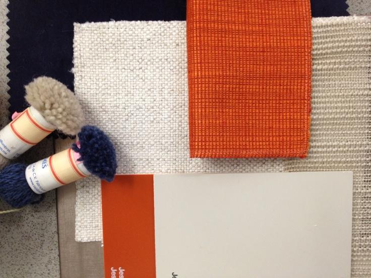 Azul marino, naranja  y beige , colores cálidos y fríos, maravillosos para un espacio de estar