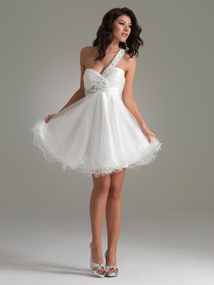 DESCRIPTIONOne shoulder homecoming dress in white by Jasz Couture 4419 is a darling baby doll style dress with beaded one shoulder strap that trails into a ruched sweetheart neckline. A layered soft tulle skirt with curled hem makes this the perfect walk on pageant dress for a Miss Teen America contestant or an ideal short cocktail prom dress for a high school senior! Dress it up with silver sequin high heels and Jim Ball earrings!