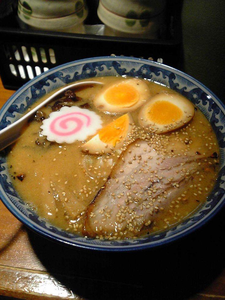 Ramen recept. Ramen je skvělá japonská polévka s nudlemi a kuřecím nebo vepřovým masem zalitá vývarem. I když původem pochází z Číny,