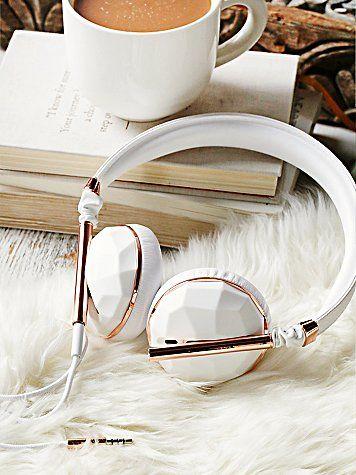 Fones brancos em pele vegan no site de compras do blog e revista de moda Simplesmoda.com