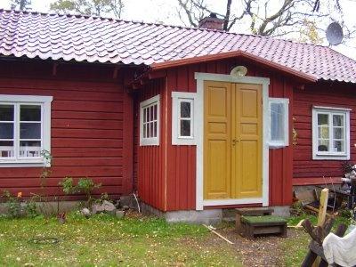 Elins Stuga: Dörrar och loppisfynd.