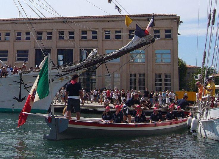 """La yole de Bantry """"Creuza de Mä"""" de Gênes, Italie, durant l'épreuve dite de la """"yole du capitaine""""."""