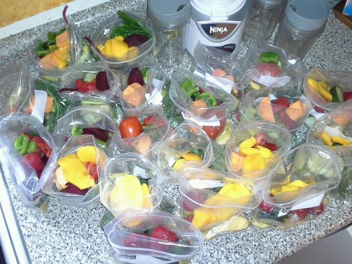 Because juicing/blending everyday can take a lot of time, I've started pre-making juicing bags and freezing them in freezer bags. This way, everything is washed and cut up and ready for me. The recipes and dates are written on the labels and the bags are even reusable in case you wanna repeat the recipe. Everyday I grab a bag and blend (I use a Ninja which doesn't extract juice). So convenient!
