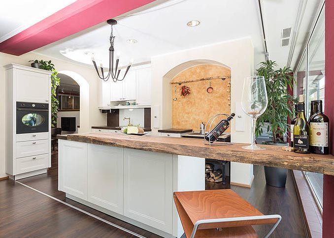 Stehparty in der Küche - mit der höhenverstellbaren Kochinsel von - küchen team 7