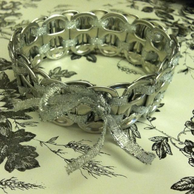 Another Great soda tab bracelet.: Soda Tab Bracelet, Tabs Crafts, Pop Tabs Bracelets, Pop Tab Bracelet, Pull Tabs, Soda Tabs, Tabs Jewelry, Sodas Tabs Bracelets