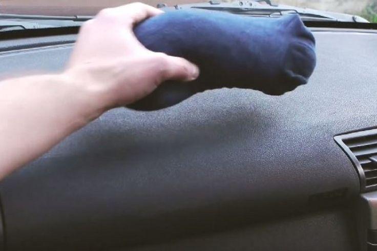 Génial: Il place un bas rempli de litière de chat à l'intérieur de sa voiture,la raison? Comme les saisons changent et l'hiver approche, voici un petit truc