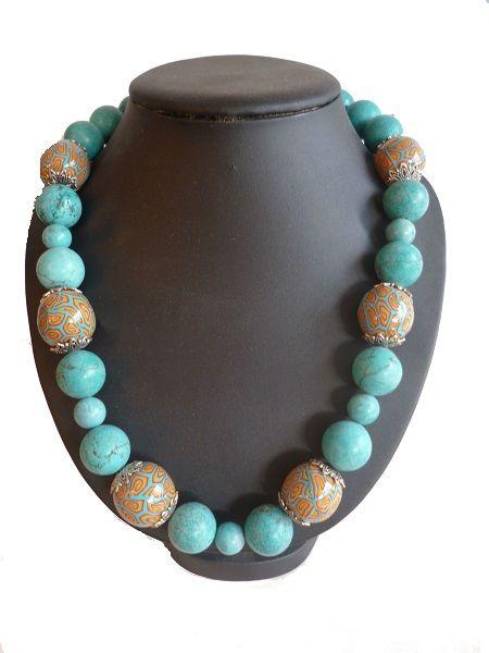 Collar realizado con piedras turquesas combinadas con arcilla y entrepiezas metálicas. http://www.chanchelcomplementos.com/en/shopping/categoria-collares/collar-lamedo-detail.html