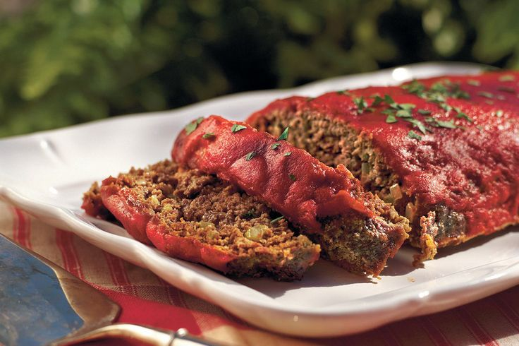 This Southern meatloaf recipe features Creole and Greek seasonings and a hint of garlic. A few tablespoons of Worcestershire sauce spice up the traditional ketchup topping.Watch: How To Make Old-fashioned MeatloafRecipe:Old-fashioned Meatloaf