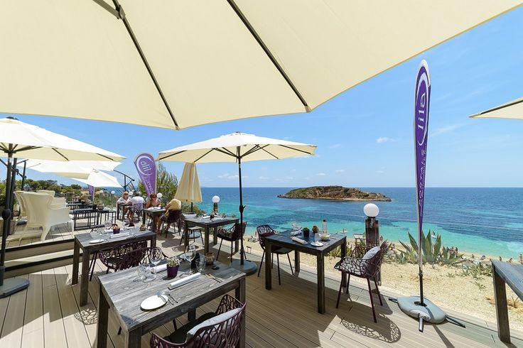 Restaurants mit Meerblick auf Mallorca. Die besten Plätze mit Hafenflair. Restaurants am Hafen Puerto Portals. Restaurant Tipps Mallorca.
