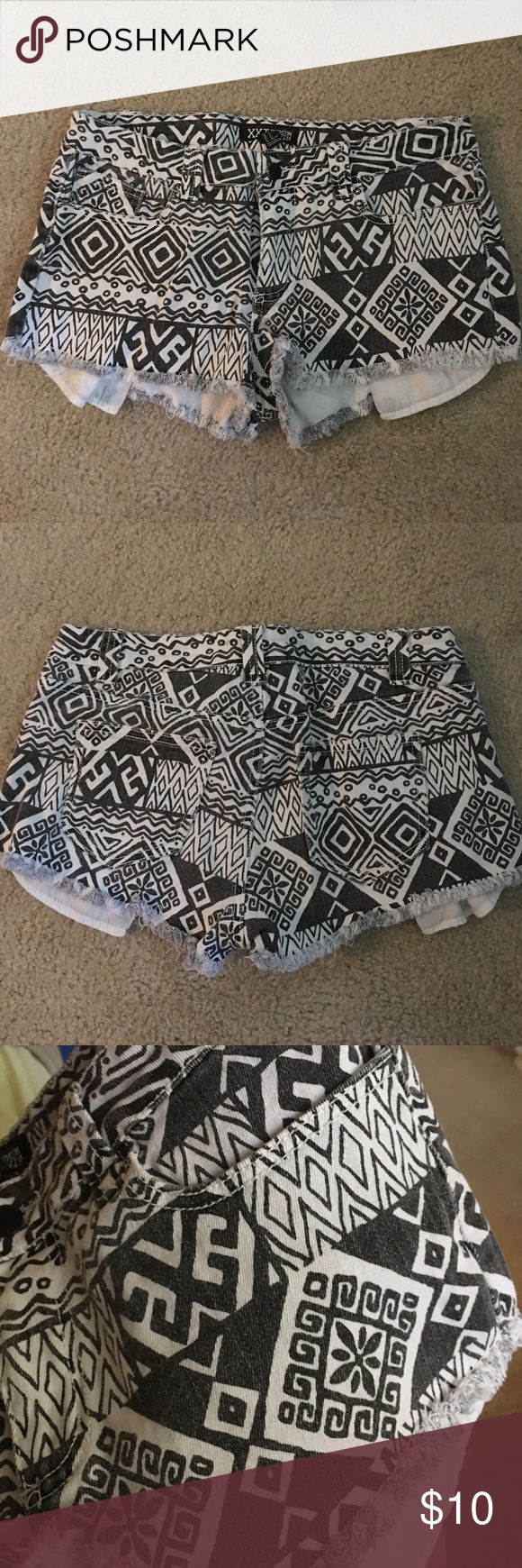 Forever 21 Aztec Print Shorts - SIZE 29 W Aztec print jean shorts with exposed front pockets! black/white Aztec pattern, frayed, white pockets exposed. In perfect condition! 98% cotton, 2% spandex. Forever 21 Shorts Jean Shorts