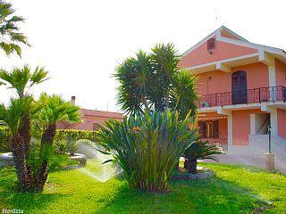 VILLA+STERLIZIA+elegante+residenza+tra+il+verde+e+il+cristallino+mare+siciliano+++Case vacanze in Siracusa e provincia da @homeawayitalia