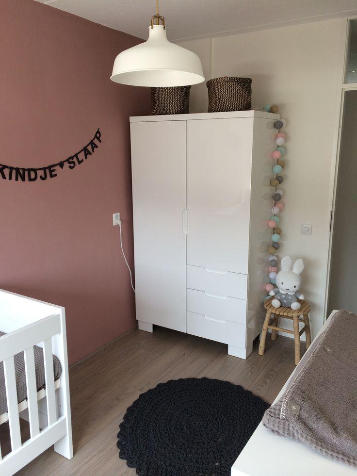 Babykamer met kleuren oud roze grijs wit en goud tekstslinger op de muur kan aangepast - Kleur voor een kamer ...