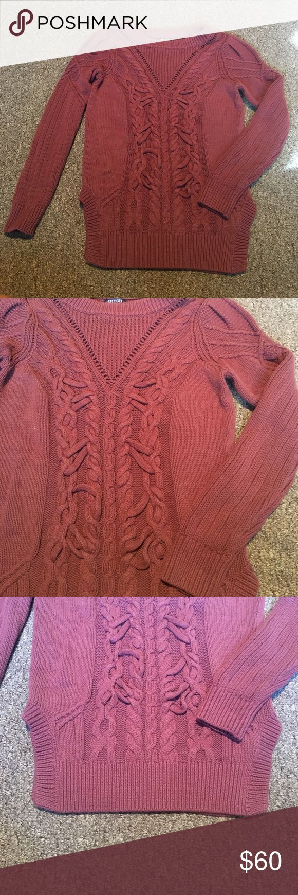 CHUNKY KNIT SWEATER Like new condition. No flaws to report besides some minor snags as normal with knit. Amazing knit detail with rounded hem sides. Perfect sweater for fall. Bundle to save 💕 Tildon Sweaters Crew & Scoop Necks