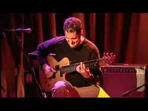 Playing bass & guitar at the same time, 8 string guitar! Charlie Hunter - Recess