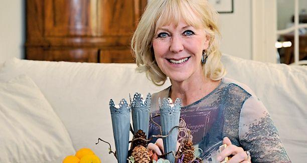 Hjemme hos skuespiller Vivienne McKee bliver der både holdt dansk juleaften og engelsk frokost juledag. Men op til juleaften er der ikke tid til meget andet end den traditionsrige kabaret i Tivoli