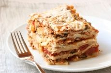 Do's and don'ts of freezing lasagne - For example...  • How long you can freeze it? • What should you store it in? • Should you cook it before freezing? … and much more.