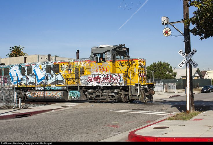 RailPictures.Net Photo: UPY 2704 Union Pacific NRE 3GS21B at Hawthorne, California by Mark MacDougall