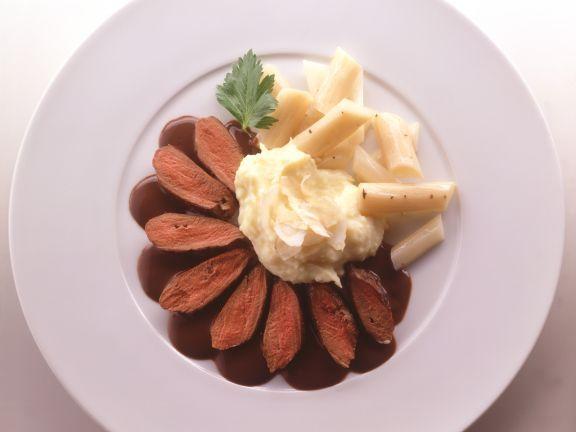 Hasenrücken ist ein Rezept mit frischen Zutaten aus der Kategorie Mahlzeit. Probieren Sie dieses und weitere Rezepte von EAT SMARTER!