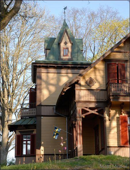 Villa Vera byggdes 1873-74 och ritades för amiralitetsauditören (!) W. Lindahl av arkitekten August Strehlenert. Ronneby