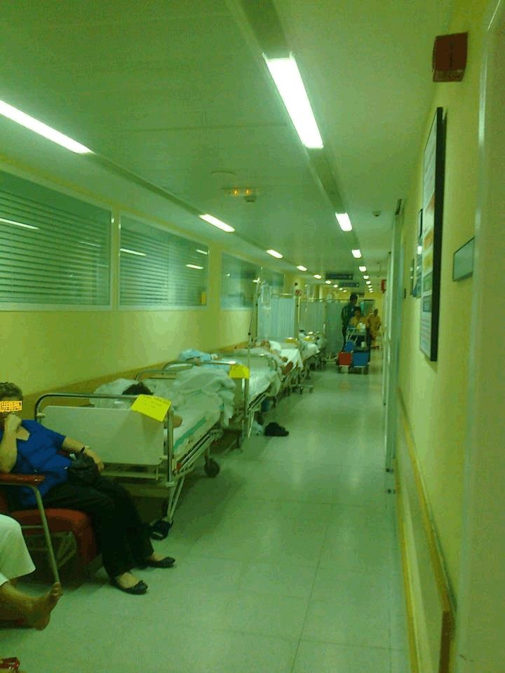Un juez ordena abrir una planta del hospital de Toledo para atender a los enfermos que saturaban urgencias    http://www.elplural.com/2012/07/07/un-juez-ordena-la-apertura-de-una-planta-del-hospital-de-toledo-para-atender-a-los-enfermos-que-saturaban-urgencias/