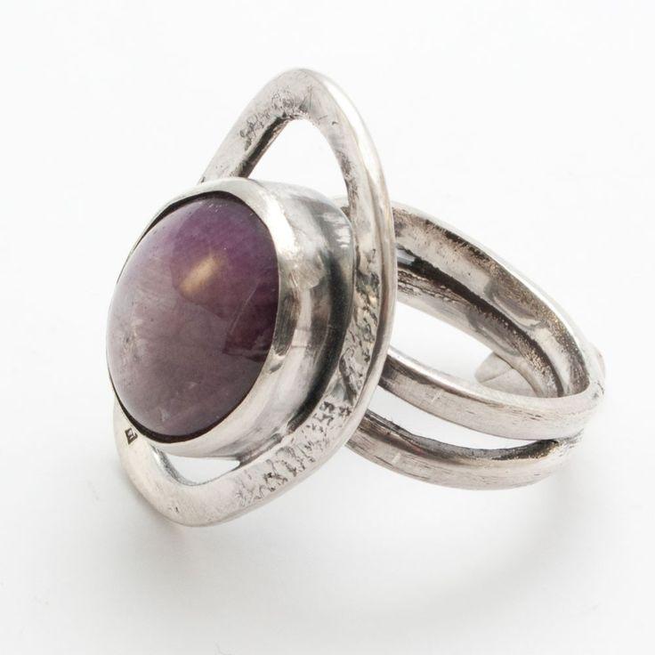 Zilveren ring met robijn van InnerJewels | Markita.nl