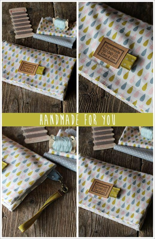 Petite trousse ultra pratique avec ses deux pochettes transparentes ! (tuto : http://haberdasheryfun.com/fabric/diy-double-sided-vinyl-pouch)