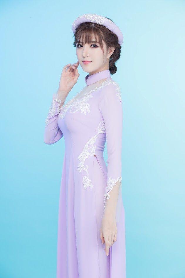 LAHAVA vừa giới thiệu một số thiết kế áo dài xuân như một món quà đầu năm 2017. Các thiết kế đều mang phong cách nhẹ nhàng và tươi trẻ.