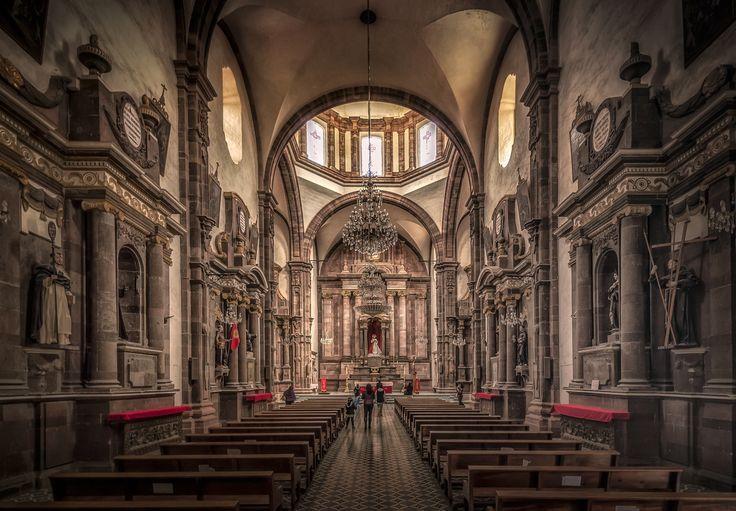 Templo de San Francisco - Interior of Templo de San Francisco in San Miguel de Allende, Mexico.