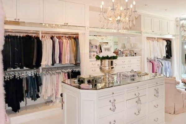 This is exactly what I want! A dresser in the middle for all my neglige, and displays on top for accessories & jewelry :)