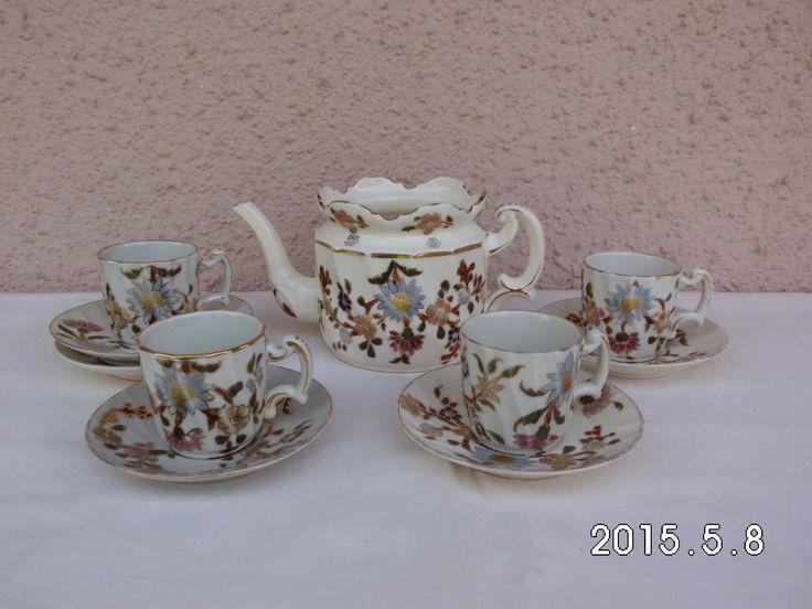 http://galeriasavaria.hu/termekek/reszletek/porcelan/845730/Antik-Zsolnay-csaladi-pecsetes-kaveskeszlett/