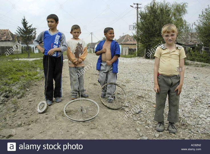 http://c7.alamy.com/comp/AC92N2/a-group-of-children-romania-AC92N2.jpg