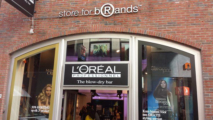 Deze winkel, veranderd om de periode. dit keer in L'Oréal, maar het is hiervoor ook in KitKat en Magnum style geweest.