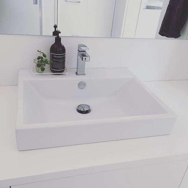 Instagram media by sarari_9 - * こんにちは☺︎ * 昨日買ったハンドソープを 洗面所に置いてみました。 * ちょっと雰囲気変わった気がしてうれしいです。 * * #マーチソンヒューム#ハンドソープ#洗面所#洗面所インテリア#シンプルインテリア#マイホーム#マイホーム記録#tform#サラサデザイン#ソープディッシュ#sarasadesign#グリーンのある暮らし