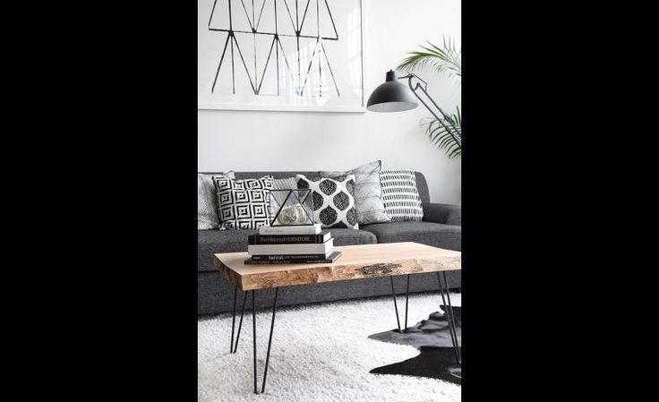 Une table simple, mais qui apporte de la texture à la pièce.
