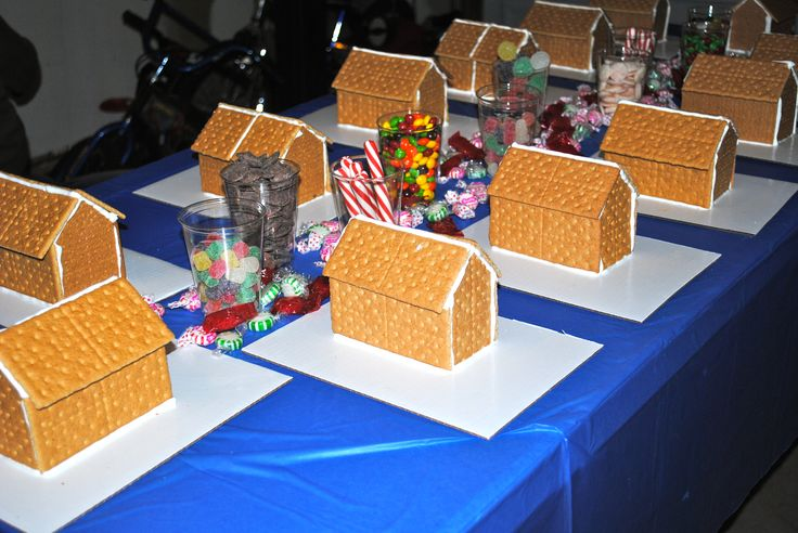Pre Made All The Gingerbread Houses Out Of Graham Crackers