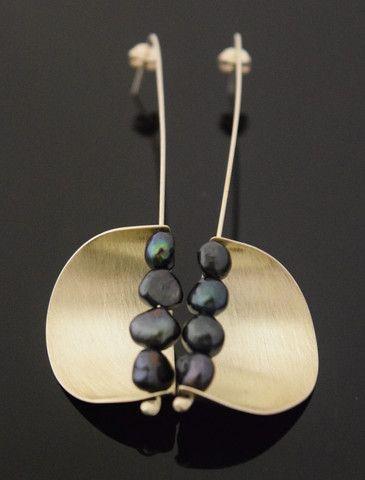 VELA Black Pearl Earrings http://www.vonmimi.com/collections/earrings/products/vela-black-pearl-earrings-e20007?utm_source=Pinterest&utm_medium=Social&utm_campaign=Earrings