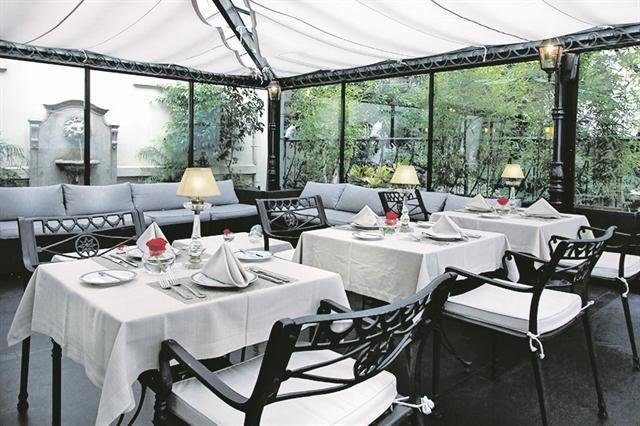 10 bares en hoteles  En lo que fuera la primera residencia de Evita se ubica Bistró Recoleta.