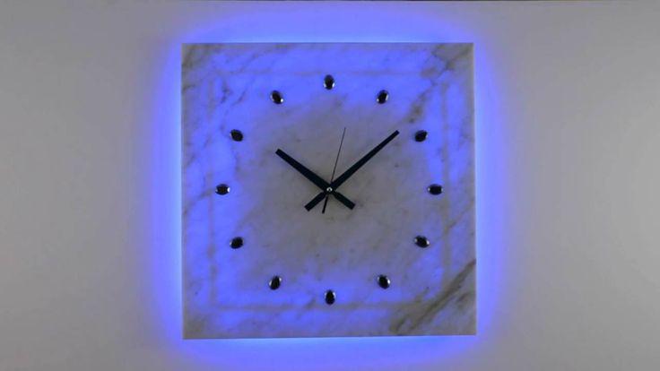Zegar Kinkiet LED RGB z MARMURU sterowany PILOTEM